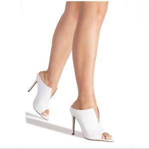 WHITE JANAE SLIP ON STILETTO SIZE 7.5, NIB